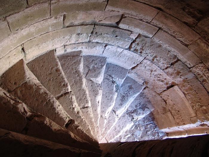 Лестница в историческом стиле - вид сверху