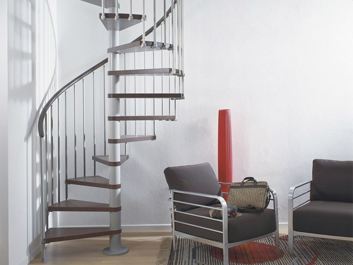 Лестница для офисного помещения с минимальными размерами
