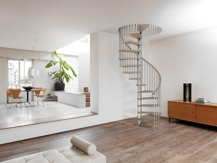 Готовая лестница с алюминия винтового типа для дома в 2 этажа