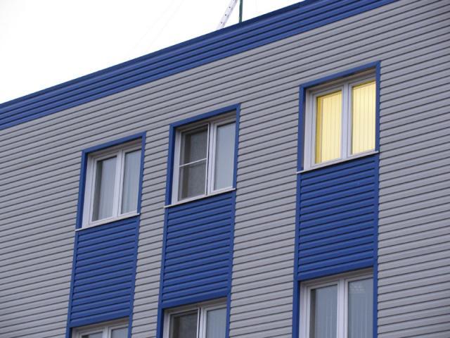Фасад из панелей для офиса в сине-сером оттенке