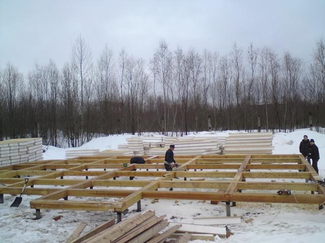 Монтажные  работы по дереву над фундаментом